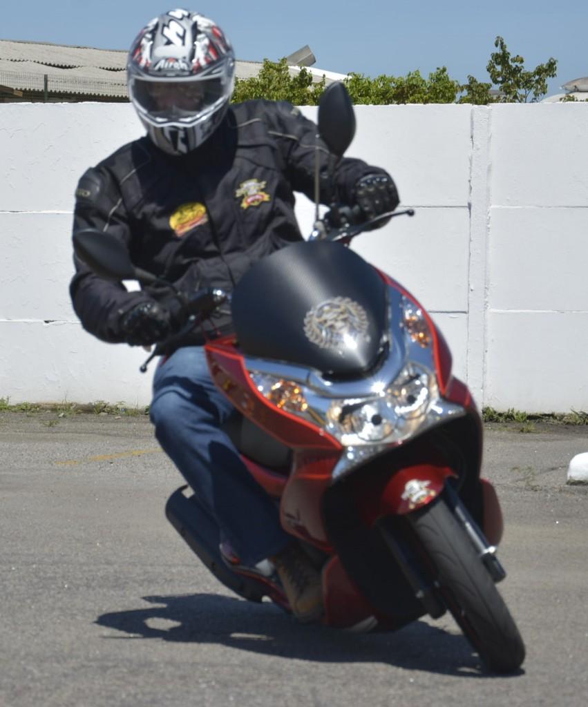 Alguns dizem que Scooter não é moto. Claro que é! E faz curvas, freia e satisfaz a qualquer piloto