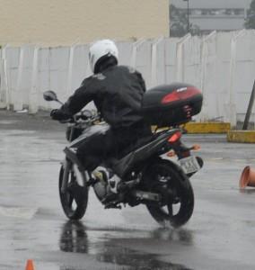 Instrutor Thiago Zuliani, testando a pista antes de começar o curso
