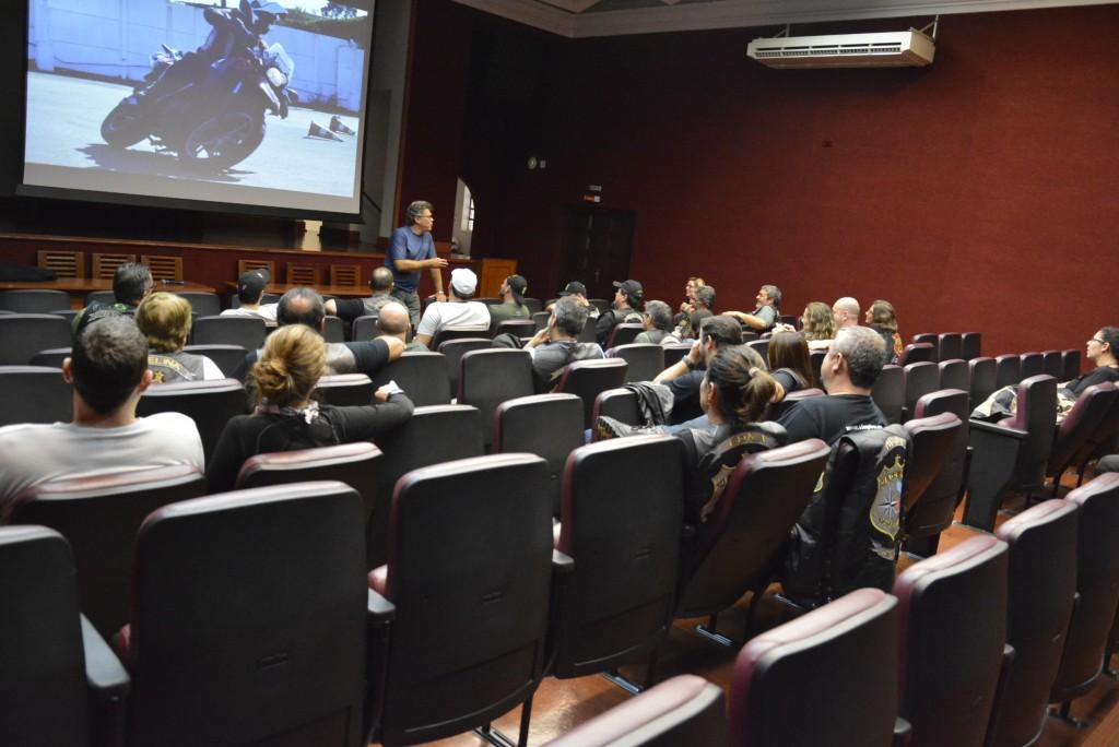 Inicio da Palestra sobre Técnicas de Pilotagem Defensiva, com Carlos Amaral