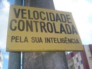 Inteligência é pretejer a si e aos outros nas vias