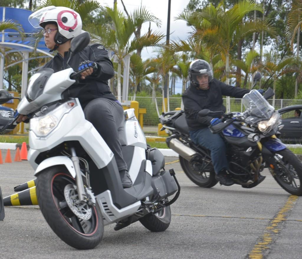 Motos são motos, não importa se são pequenas ou grandes, elas nos dão alegrias