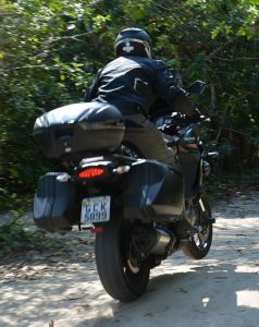 Embora, para trilhas suaves, ela aceita um razoável pilotagem, seus pneus não são para o uso on-off road