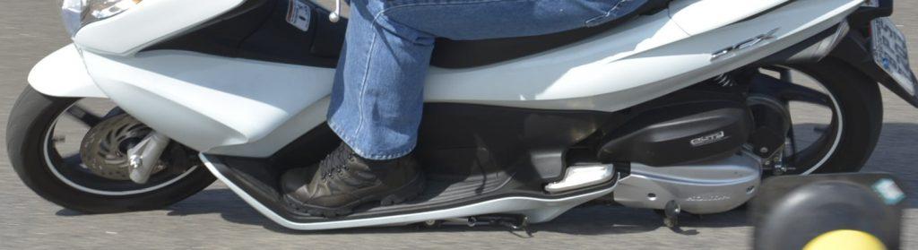 Honda PCX, limite de inclinação. Boa de curva.